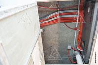 Фото технологического люка для доступа к вентиляционной установке Swegon Gold SD в подпотолочном пространстве