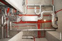 Монтаж воздуховодов системы вентиляции и электропроводки в квартире