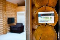 Фото панели управления системы Napco, серии GEMINI на 2-м этаже загородного дома